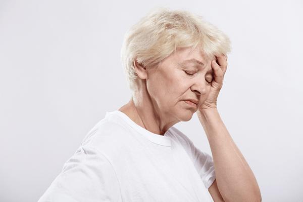 От чего кружится голова у пожилых людей
