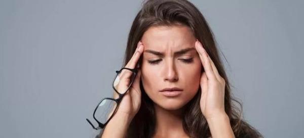 Шум в ушах и головные боли к какому врачу обратиться