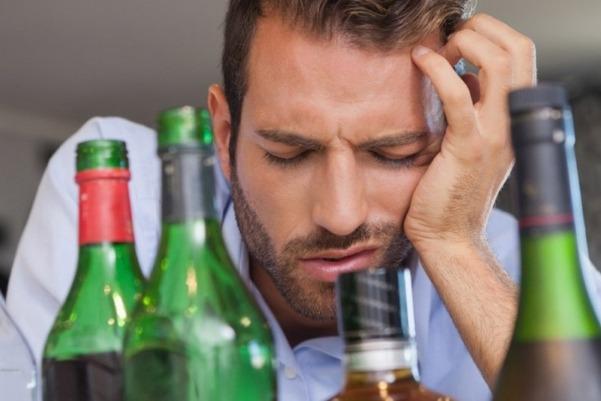 После водки болит голова что делать