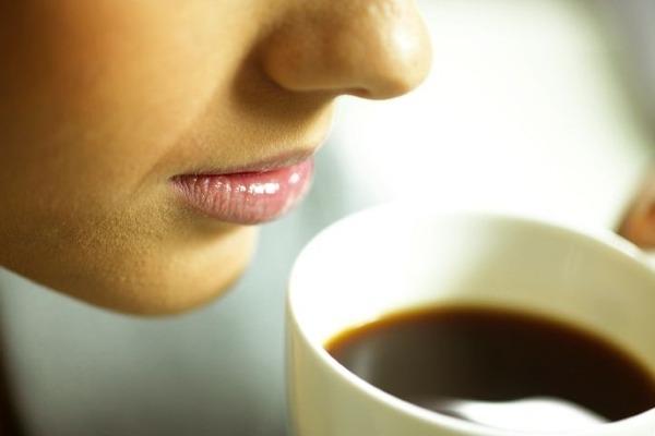 Почему болит голова после кофе